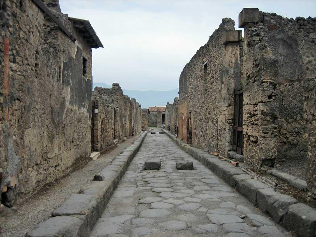 Two way street for chariots, Pompeii, Naples, Italy