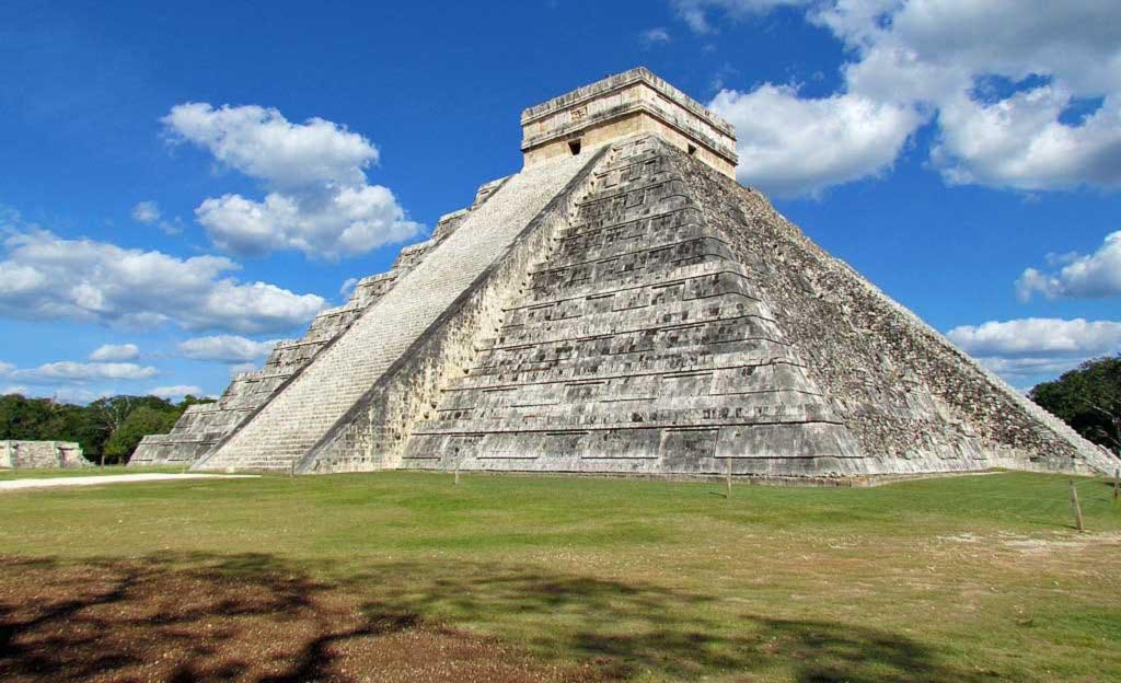 El Castillo, Pyramid of Kukulkan, Chichen Itza, Mexico