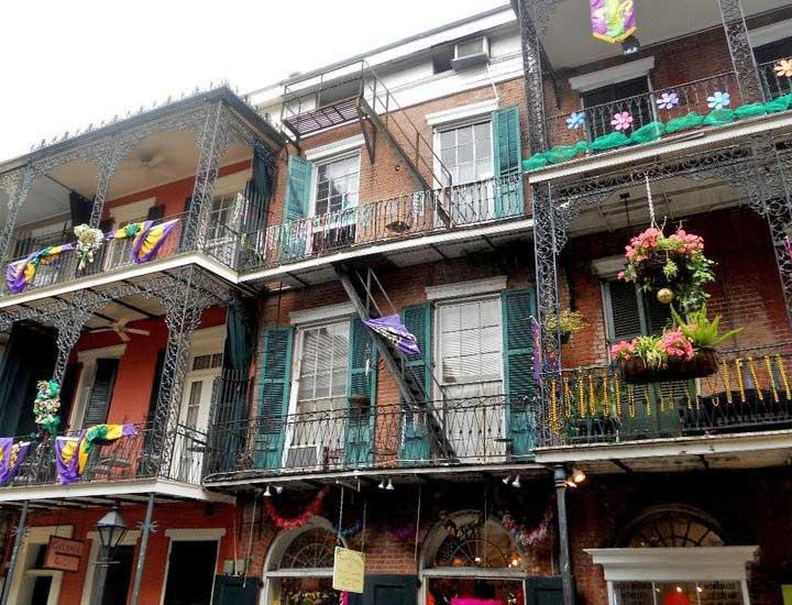 Bourbon Street Apartments New Orleans 99b